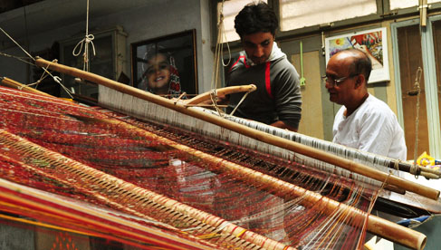 patola-craftsmen-working