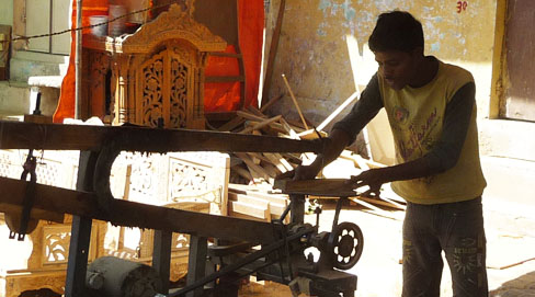 wood_carving_ahmedabad-craftsman1